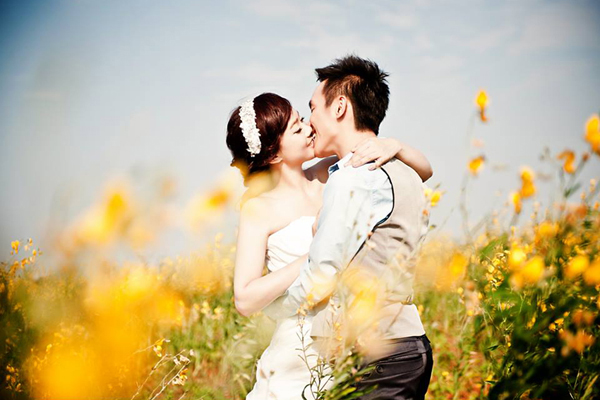 26 Heart Melting Romantic Engagement Photos - Praise Wedding