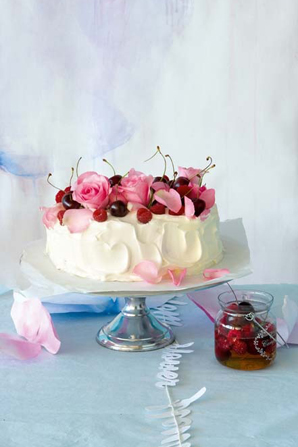 Fresh Floral Cake Decoration - Praise Wedding