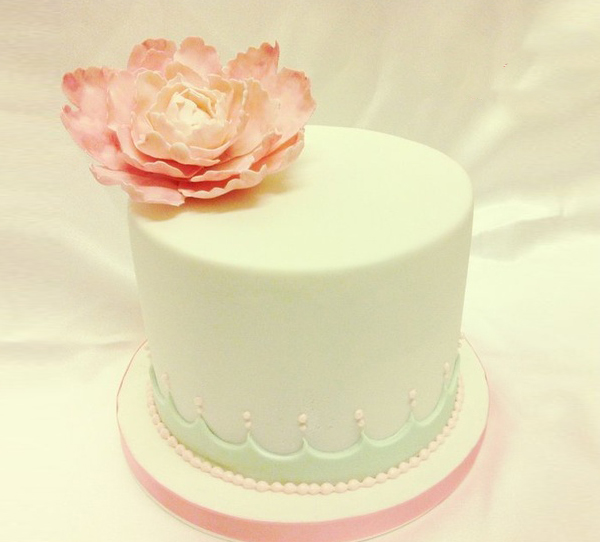 Fresh Floral Cake Decoration - Praise Wedding
