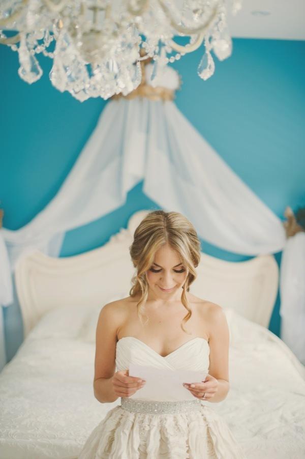 42 Brides Getting Ready Photos - Praise Wedding