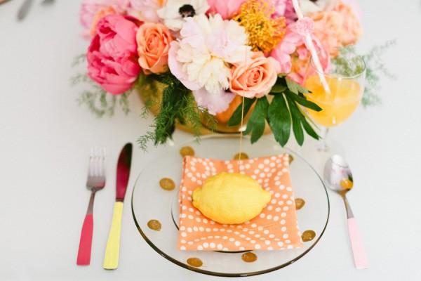 粉紅 + 檸檬黃 – 甜美活力春夏婚禮配色