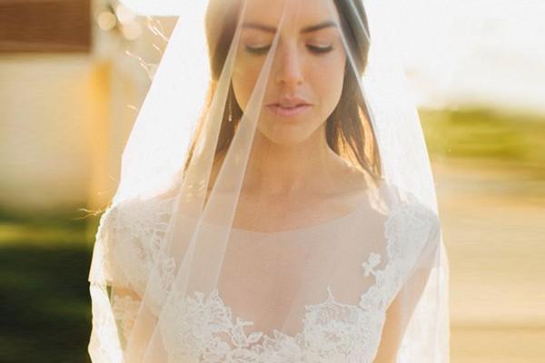 華麗美肌 – 23 件夢幻隱形領口婚紗