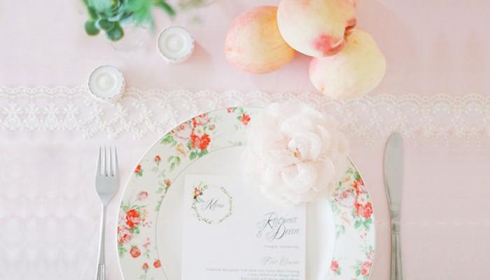 把戶外婚禮的夢幻美景帶入婚宴中! 12個甜蜜浪漫春季餐桌擺設!