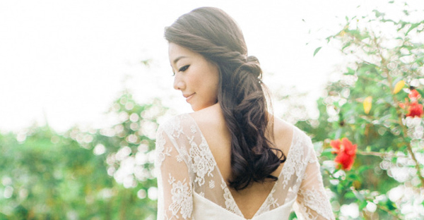 28種深髮色新娘的超柔美髮型