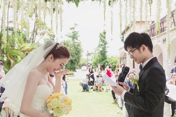 充滿創意驚喜的綠色草地戶外婚禮! (Roger Wu 拍攝)
