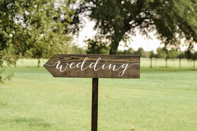 11-Wedding Arrow Signs