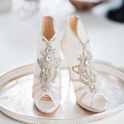 自信步伐從一雙美麗的鞋開始! 妳不可錯過的6大時尚歐美婚鞋趨勢!
