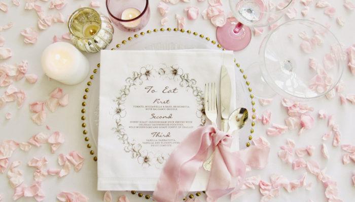 自己的婚禮自己設計! 有了這5種DIY小道具,美式婚宴佈置好簡單!